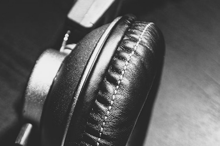 headphones-header-750x500